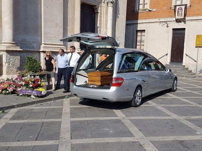 A Misterbianco i funerali di Marina Zuccarello, la donna sgozzata in casa