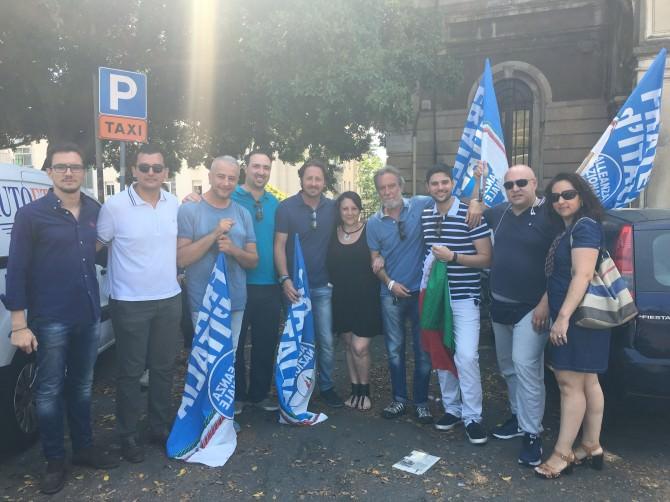 Manifestazione abbattimento tondo gioeni Manlio messina fratelli d'italia