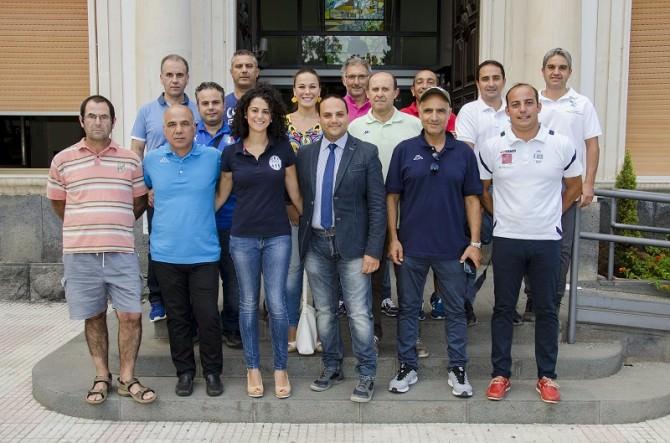 Il consigliere comunale Salvatore Pappalardo insieme ai presidenti delle società sportive che hanno aderito all'iniziativa