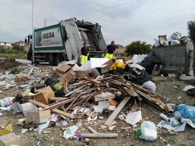 Sporcizia discarica immondizia spazzatura rifiuti