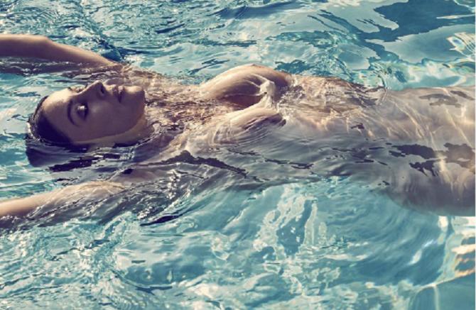 Senza veli a 50 anni: Monica Bellucci fa impazzire i fans