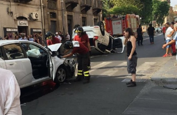 scontro in piazza Cavour