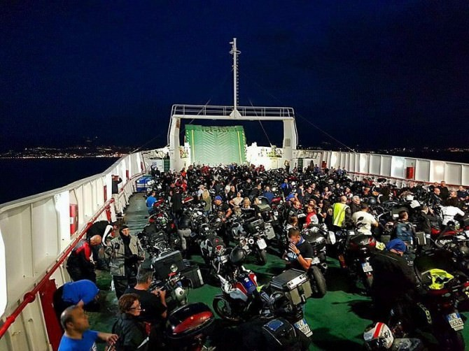 Motoraduno notturno Oltre lo Stretto: i bikers di Muvemuni sbarcano in Calabria