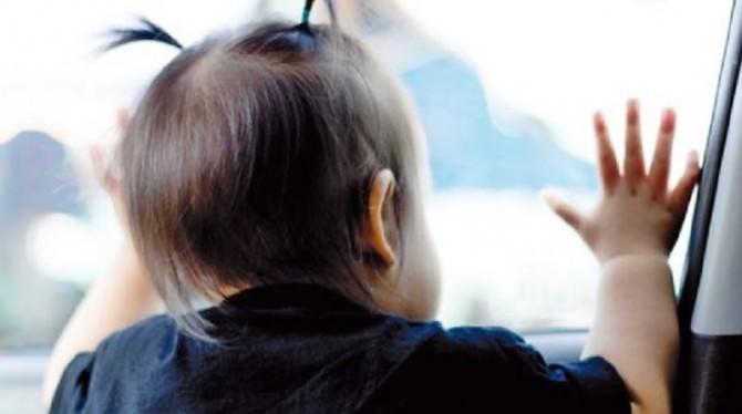 bambino-dimenticato-in-auto