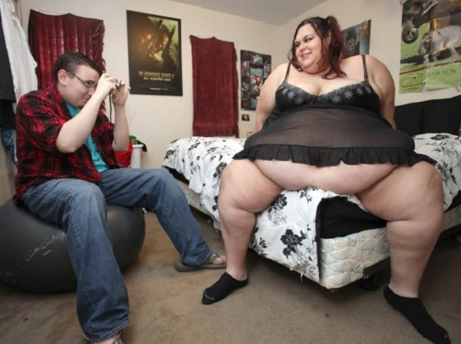 Vuole diventare la donna più grassa del mondo: a 27 anni pesa 320 chili