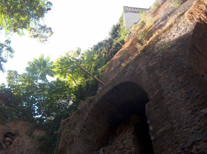 Chiesto il sequestro dell'anfiteatro romano di Piazza Stesicoro. Il monumento è a rischio crollo