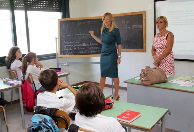 primo-giorno-scuola-con-dirigente-leonardi-e-assessore-scialfa-3