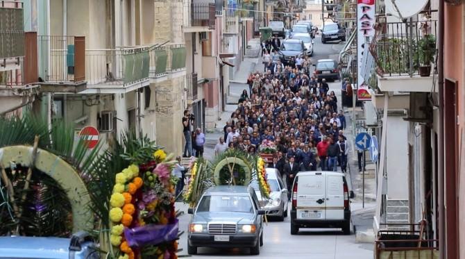 Palagonia vicina ai familiari di Valentina Milluzzo. Le FOTO del funerale