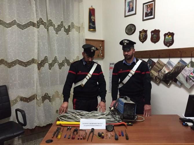 Saccheggiavano le case di campagna: arrestati 4 rumeni