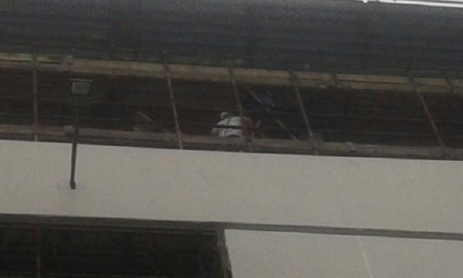 Tentato suicidio da palazzo Toscano in piazza Stesicoro. GUARDA VIDEO