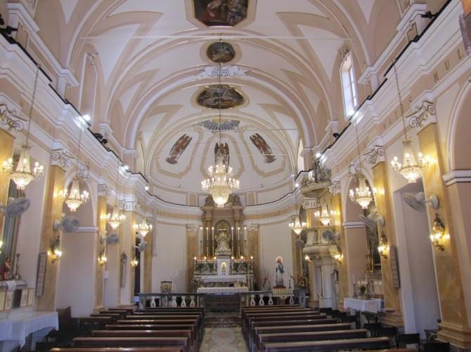linterno-della-chiesa-1
