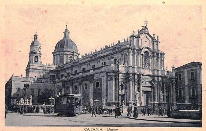 A spasso per il tempo nelle piazze di Catania (piazza Duomo 1915