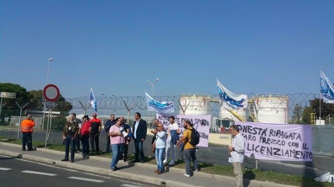 sit-in-per-licenziamento-sindacalista-ugl-alla-carboil