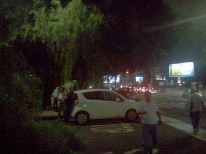 Albero si abbatte in via Vittorio Emanuele Orlando: traffico in tilt