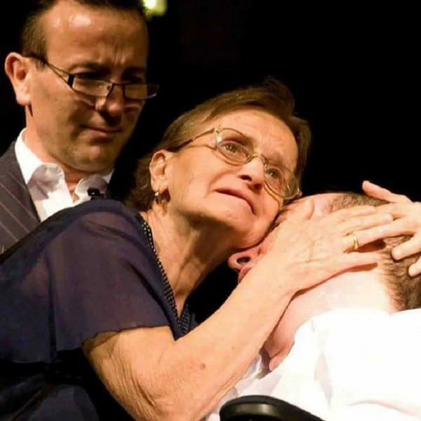 Pietro e Salvatore Crisafulli con mamma Angela