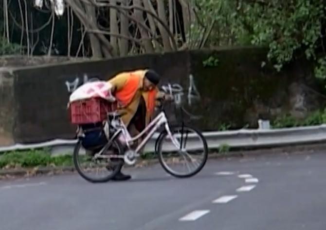 orazio-di-grazia-vecchio-in-bici