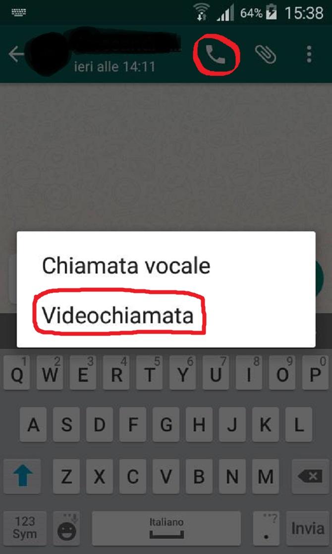 """Come fare la videochiamata su Andorid: selezionare la cornetta cerchiata in rosso e selezionare poi il tasto """"videochiamata"""""""