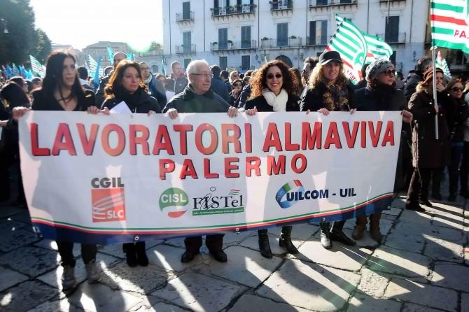 Almaviva: il Mise blocca i trasferimenti da Palermo a Rende, vertice martedì