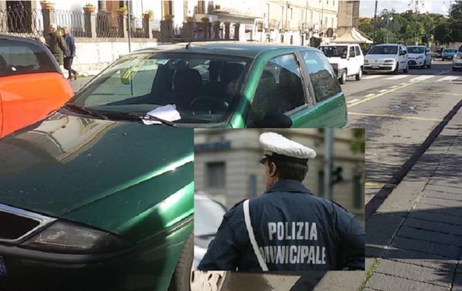 Parcheggia nella zona riservata agli automezzi: multato comandante dei vigili urbani