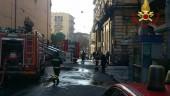 Fiamme in un palazzo ottocentesco a Catania, evacuate 9 famiglie