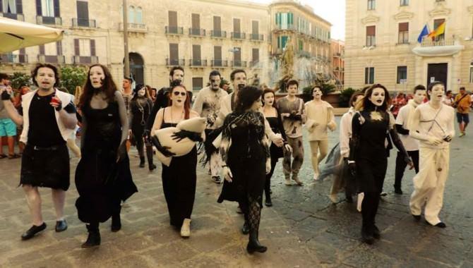 """A Gibellina la performance """"MC2"""" tra recitazione, canto, danza, musica e pittura"""