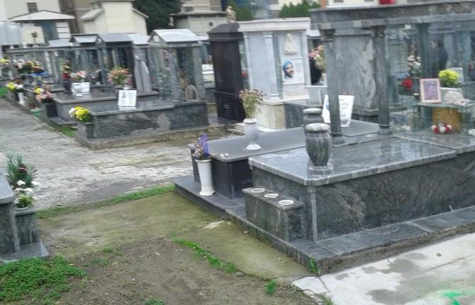 A distanza di un anno, ancora le tombe allagate del cimitero di Catania
