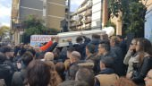 Un corteo per trasportarlo fino in Chiesa: l'ultimo saluto a Salvatore Sorriso