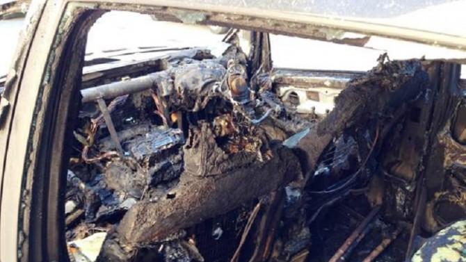 Trovato cadavere carbonizzato in un'auto