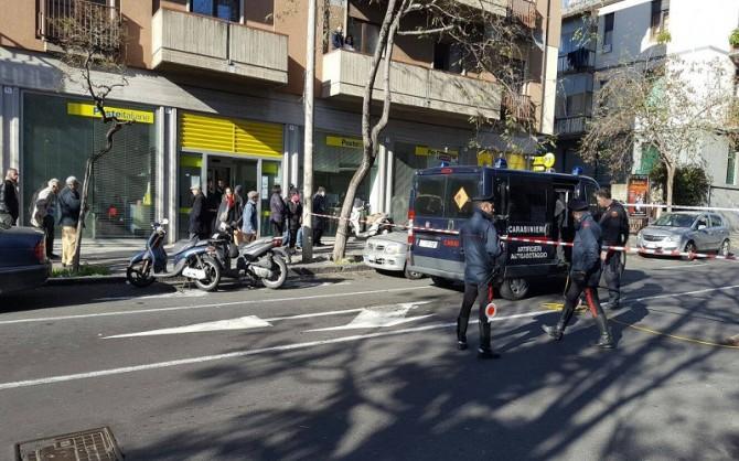 Allarme bomba in via Lavaggi: paura davanti l'ufficio postale, area isolata