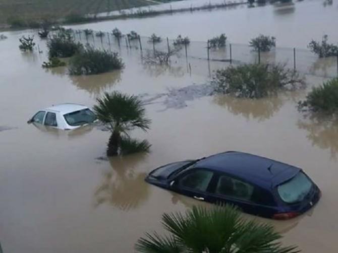 """Sicilia """"sott'acqua"""": la situazione drammatica dell'isola flagellata dal maltempo LE FOTO"""