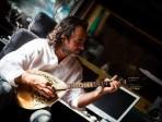 Il cantautore Carlo Muratori racconta le catastrofi siciliane nel suo nuovo cd