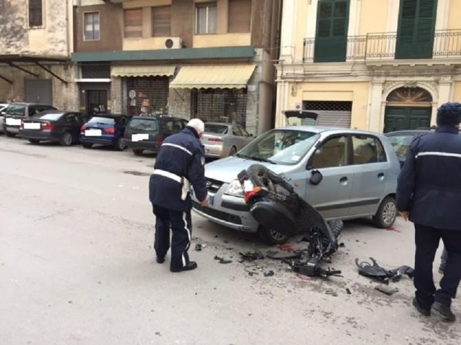 Incidente fra un'auto ed un ciclomtore: 14enne riporta lesioni gravi
