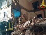 Vigili del fuoco 6 in azione al crollo di via Archimede a Catania
