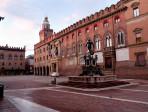 Piazza Maggiore & Neptune fountain