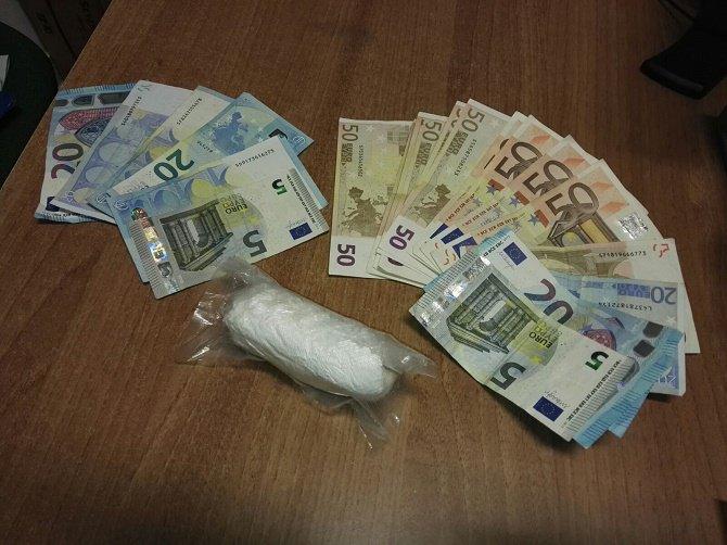 La droga il denaro sequestrati