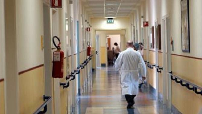 Caltagirone: migliorano le condizioni della 36enne colpita da meningite