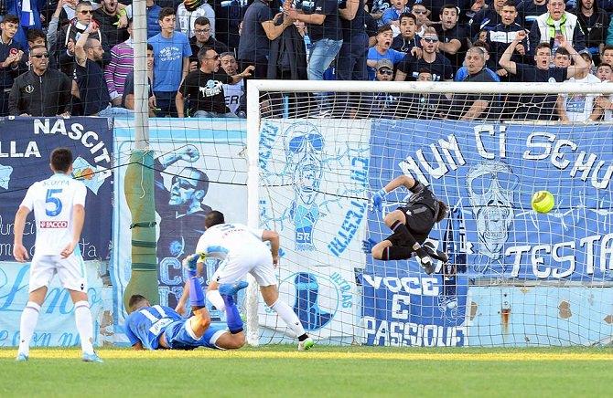 Il goal di Scardina in Siracusa-Catania (foto: Filippo Galtieri)