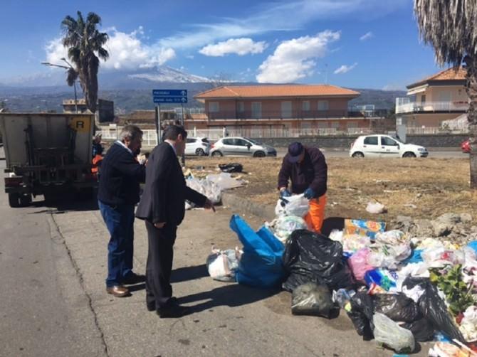 Guerra alle micro discariche, rifiuti in ogni dove: blitz del sindaco di Mascali
