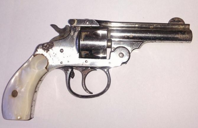 Foto arma illegalmente rinvenuta