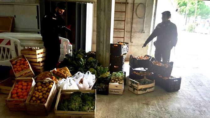 Sequestrati oltre 1000 kg di frutta e verdura: controlli a tappeto per i venditori ambulanti