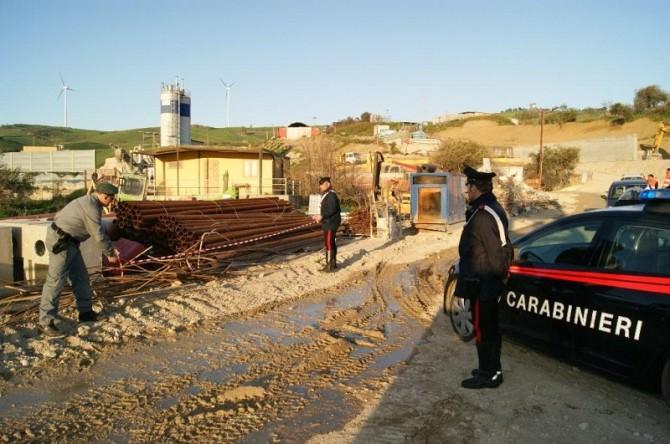 Gettano terra sul fiume Platani mentre prelevano massi: denunciati