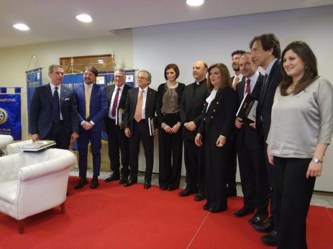 I presidenti dei sette Rotary organizzatori insieme ai relatori dell'incontro.