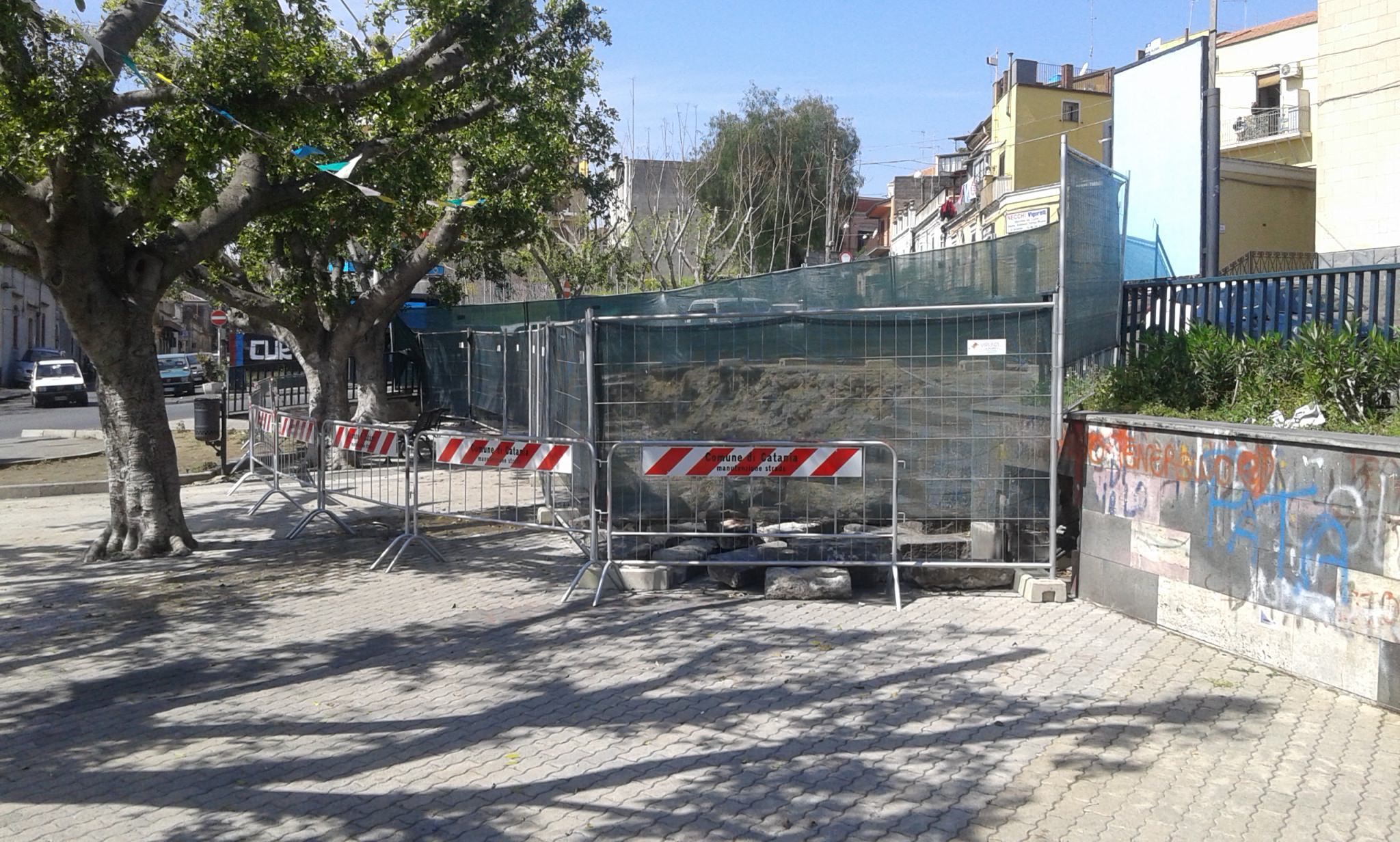 piazza bonadies cantiere a cielo aperto da ultimare (2)