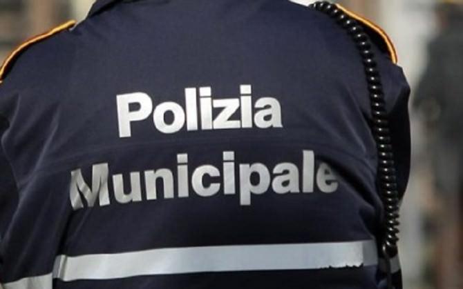 Catania: incidente davanti al cimitero, tre feriti