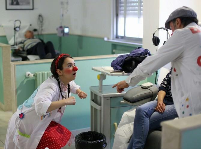 """L'ospedale """"Maria Paternò Arezzo"""" fra solidarietà e simpatia con """"Ci ridiamo su"""""""