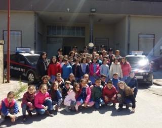 """L'Istituto """"Falcone-Cascino"""" in visita alla compagnia Carabinieri di Piazza Armerina"""