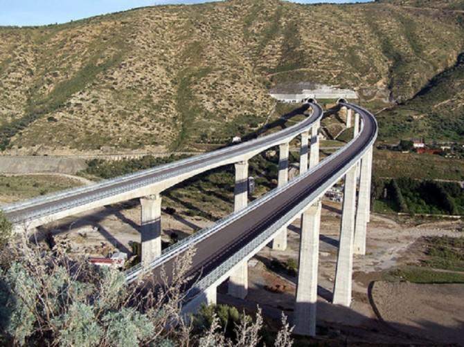 Auto precipita dal viadotto di Castelvetrano: morti due catanesi