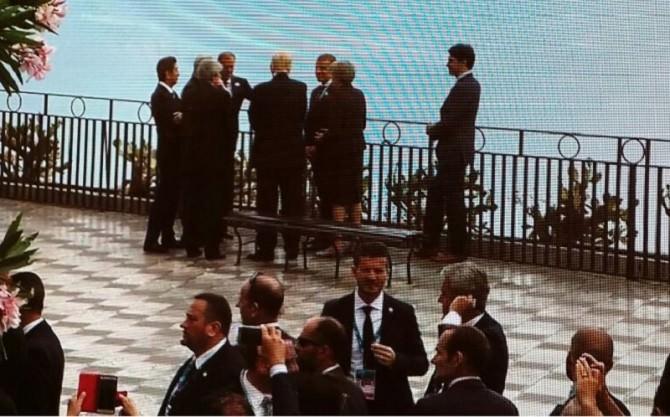 A spasso per le vie di Taormina prima dei lavori del G7