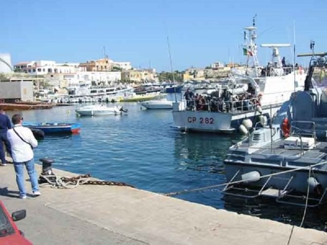 Lampedusa. Affondano barche e pescherecci a causa del marrobbio. VIDEO ESCLUSIVO