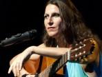 Lucina Lanzara con chitarra orizzontale _VIP8451 ph viviana isca